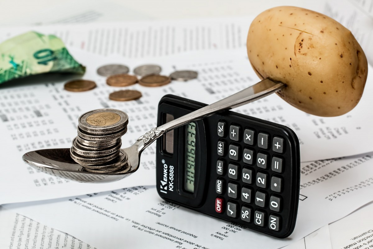 How to balance your weekly expenses to save money